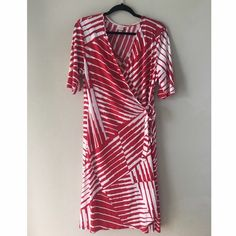 "Merona true wrap dress size XL, great condition Merona true wrap dress size XL, great condition. Red and white graphic print, elbow length sleeves. Slinky and stretchy fabric skims the body. Super flattering. Chest 19"", length 38"". Merona Dresses"