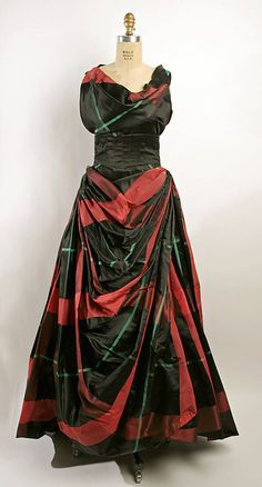 27-10-11  Evening Dress 1953, American, Made of silk