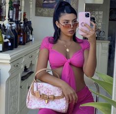 So what trends do we expect in We have collected 2020 heeled shoe trends and remarkable models ICONIC FASHION 2020 Spring-Summer Shoes Trend Bad Girl Aesthetic, Aesthetic Clothes, Fashion Killa, Look Fashion, Girl Outfits, Cute Outfits, Fashion Outfits, Estilo Gangster, 00s Mode