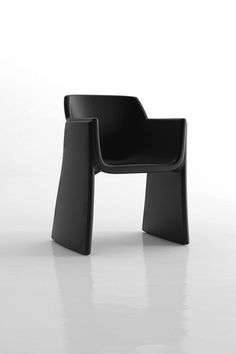 La Mamba's Rott is an armchair made of high density polyethylene by rotomoulding for Ripay.Its design consists of a seat of organic forms embraced Supreme Furniture, Funky Furniture, Design Furniture, Sofa Furniture, Furniture Makeover, Chair Design, Wooden Adirondack Chairs, Interior Desing, Accent Chairs For Living Room