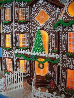 Piped royal icing fences and gate. Royal icing flowers and leaves for flower boxes. Gingerbread Icing, Cool Gingerbread Houses, Gingerbread House Parties, Christmas Gingerbread House, Christmas Is Coming, Christmas Goodies, Butterscotch Candy, Royal Icing Flowers, Cookie House