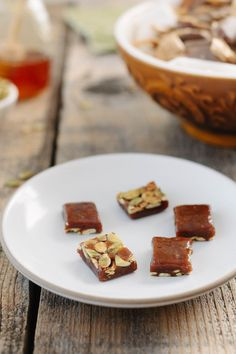 Honey Pumpkin Caramels - Snixy Kitchen. Yummy DIY fall gift for friends.