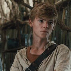 15 Times Thomas Brodie-Sangster Made You Swoon The little boy from Love Actually grew up! Newt Maze Runner, Maze Runner Thomas, Maze Runner Funny, Maze Runner Movie, Thomas Brodie Sangster, Maze Runner Trilogy, Maze Runner Series, Maze Runer, Madonna