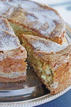 Recept på mjuk och saftig kardemummakaka • Heavenly Cupcake Baking Recipes, Cake Recipes, Dessert Recipes, No Bake Desserts, Just Desserts, Finland Food, Finnish Recipes, Finnish Cake Recipe, Cardamom Cake