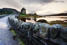 #Eilean Donna Castle, #Schotland: prachtig plaatje, vooral met dreigende wolken. Stralend weer is dus niet nodig!