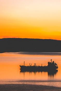 One of many great free stock photos from Pexels. This photo is about tranquil, travel, water Soft Wallpaper, Skull Wallpaper, Sunset Wallpaper, Joker Wallpapers, Silhouette Photography, Sunset Photos, Free Stock Photos, Travel Pictures, Sunrises