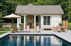 Nothing says summer like kids splashing around in a pool–except perhaps an adult party centered around a pool on a balmy summer evening. In either case, a pool house makes everything easier.Whether the pool house is small and simple or includes a Diy Jardim, Small Modern House Plans, Pool Shed, Outdoor Wood Furniture, Pool Furniture, Teak Furniture, House Furniture, Furniture Ideas, Pool House Designs