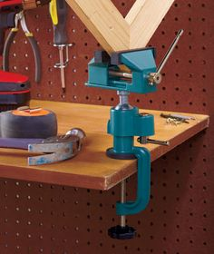 A 360° Ball Joint Rotation Vise is perfect for all those Mr. Fix it Dads out there! #FathersDay