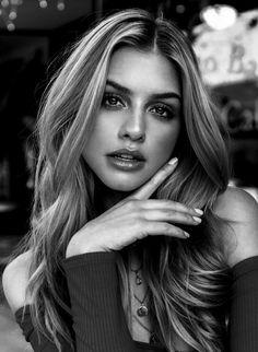 Beauty Portrait, Portrait Poses, Female Portrait, Girl Photography Poses, Beauty Photography, Girl Face, Woman Face, Black And White Portraits, Beautiful Eyes