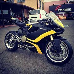 Black & yellow Duc 1199 panigale Via : @dutchysmcs #1199panigale#1199#ducati #motorcycle #motorcycles #bike #TagsForLikes #ride #rideout #bike #biker #bikergang #helmet #cycle #bikelife #streetbike...