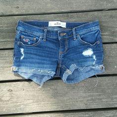 ♡SALE♡ Hollister jean shorts Hollister jean shorts. Size 24. Shorts Jean Shorts