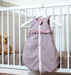 Hier zeige ich Euch, wie ich für das Baby meiner Freundin einen Frühchen-Schlafsack genäht habe.