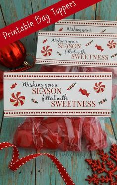 These Printable Christmas Treat Bag Toppers are a fun way to gift candy, cookies and other treats to your friends and family! Christmas Treat Bags, Neighbor Christmas Gifts, Christmas Party Favors, Christmas Goodies, Christmas Printables, Simple Christmas, Christmas Holidays, Family Christmas, Easter Printables