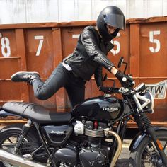 Carissa trying on the new street twin for size at Motorcycles of Dulles We love this bike! @triumphamerica @caferacerxxx #motorcycle #motorbike #triumph