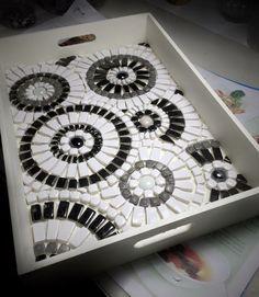 Mosaico o vitral en blanco y negro.