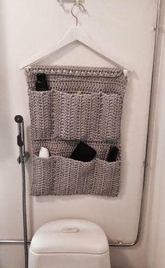 Rakkaat Siskot: Lokerikko ontelokuteesta Crochet Stitches, Knit Crochet, Crochet Patterns, Bathroom Organisation, Organization Hacks, Crochet Organizer, Crochet Home Decor, Crochet Fashion, Needle And Thread