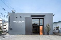 This cafe with a roastery of specialty coffee beans, is located in a commuter town in Aichi prefecture. This shop, converted from a warehouse, is designed..
