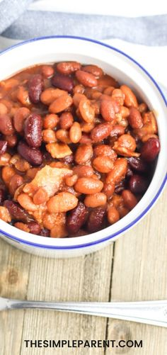 The best baked beans are made in the Slow Cooker or Crockpot! Great side dish for BBQs, potlucks, picnics, and game day celebrations! Baked Beans Crock Pot, Easy Baked Beans, Slow Cooker Baked Beans, Baked Bean Recipes, Slow Cooker Recipes, Crockpot Recipes, Healthy Recipes, Side Dish Recipes, Dinner Recipes