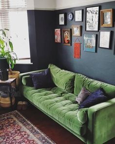 Dark Green Couches, Velvet Green Couch, Green Sofa, Boho Chic Living Room, Living Room Green, Living Room Sofa, Green Couch Decor, Retro Couch, Colorful Couch