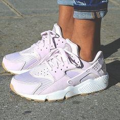 Sneakers Femme, Femme Nike, Chaussures Nike, Sms, Nike Air Huarache, Chaussures Femmes, Butin Swoosh, Nikes, Patapon Shoes