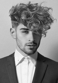You may find here so many awesome ideas of curly hairstyles for mens and boys to wear in We've compiled here a lot of best curly boys hairstyles to create in this year. hairstyles boys 14 Amazing Curly Hairstyles for Boys to Show Off in 2019 Cabelo Zayn Malik, Zayn Malik Hairstyle, Zayn Malik Style, Zayn Malik Pics, Curly Hairstyles For Boys, Haircuts For Men, Mens Hairstyles Color, Mens Hairstyles 2018, Brunette Hairstyles