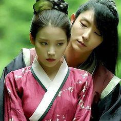 Prince Wang so and Hae soo ❤ Lee Jong Ki, Iu Moon Lovers, Korean Drama Movies, Korean Dramas, Kim Book, Goblin Kdrama, Emergency Couple, Lovers Pics, Arang And The Magistrate