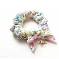 ギルドバイピーオーディー ゆめかわいいシュシュとブレスレット作り方 Textile Jewelry, Fabric Jewelry, Jewellery, Scrunchies, Felt Bracelet, Diy And Crafts, Crafts For Kids, Diy Hair Accessories, How To Make Bows
