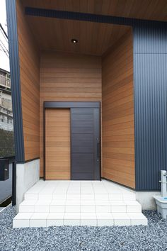 The cladding. and I like the contrast (wh) House Entrance, Entrance Doors, Loft House, My House, Door Design, House Design, Weekend House, Industrial Living, Minimalist Home