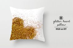 DIY glitter heart pillow - so chic and adorable at the same time!