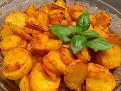 Talarki - zapiekane ziemniaczki - Blog z apetytem Garlic Parmesan Chicken, Tasty, Yummy Food, Sweet Potato, Carrots, Grilling, Snack Recipes, Food And Drink, Chips