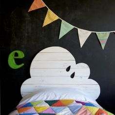 Kid's Bedroom.  Cloud Headboard.  Blackboard Wall. Rainbow Garland.  Patchwork Quilt.  Too Darling!!  Boy or girl!  Cabecero infantil | La tienda de La Factoría Plástica