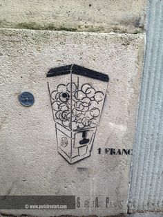 Franc to get a toy from the machine http://www.paristreetart.com/2013/08/the-gallery-of-unknown-artists-part-ii.html #streetart #paris #unknown