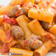 PASTA ALLA ZOZZONA is a rich and tasty first course that brings together the cornerstones of the Lazio cuisine: amatriciana, carbonara, cacio e pepe and sausage sauce. Fun Cooking, Cooking Recipes, Healthy Recipes, Healthy Food, Pasta Dishes, Pasta Recipes, Italian Recipes, Food Videos, Soups