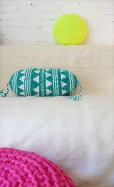 Pillow Crochet Marrakech    Green Triangle por lacasadecoto en Etsy, €26.00