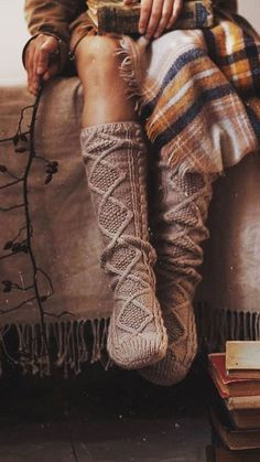 an ode to knits, texture.must learn to knit. Herbst Bucket List, Vintage Bohemian, Boho, Autumn Aesthetic, Autumn Cozy, Bohemian Style Bedrooms, Gothic Accessories, Foto Pose, Halloween
