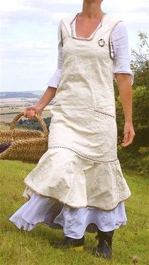 Flower Picking Pinny apron dress PDF pattern by Verity Hope - one size Trend Fashion, Look Fashion, Robes Country, Shabi Chic, Cute Aprons, Linen Apron, Sewing Aprons, Aprons Vintage, Apron Dress