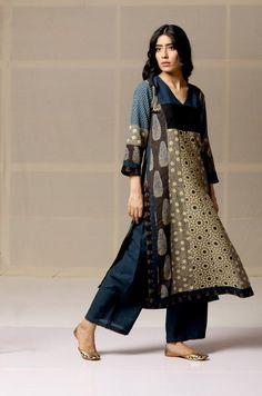 Beautiful printed cotton kurti with brilliant prints placement. Simple Kurta Designs, Kurta Designs Women, Indian Fashion Dresses, Ethnic Fashion, Ethnic Outfits, Indian Outfits, Indigo Clothing, Kurta Style, Frock For Women