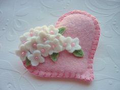 Feltro fiore spilla cuore rosa Perline Pin di pennysbykristie