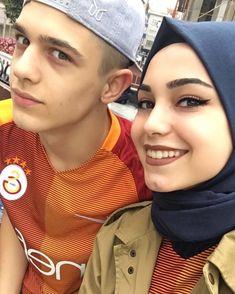"""B A T U H A N & K Ü B R A (@kkubra.bbatuhan): """"Çünkü yanımda oluşunun her şeyi halledebilecek bir gücü var ♥️"""" Muslim Family, Muslim Couples, Dere, Couple Posing, Beautiful Couple, Hijab Fashion, Couple Goals, Cute Couples, Relationship Goals"""