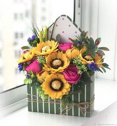 Paper Quilling Flowers, Paper Flowers Diy, Flower Crafts, Creative Flower Arrangements, Floral Arrangements, Chocolate Flowers Bouquet, Candy Flowers, Sola Wood Flowers, Foam Roses
