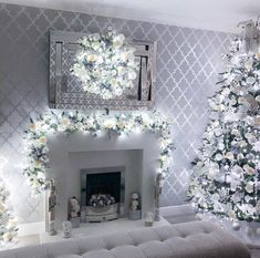 Image discovered by ~luxurious Taste~. Find images and videos about christmas, ideas and seasonal decor on We Heart It - the app to get lost in what you love. Holiday Decorations, Christmas Themes, Seasonal Decor, Cosy Christmas, Christmas Living Rooms, Xmas Trees, Winter House, Garland, Headphones