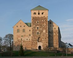 Turku Castle is a medieval building in the city of Turku, Finland. With Turku Cathedral, castle is one of the oldest buildings still in use in Finland and largest surviving medieval building in Finland. Chateau Medieval, Medieval Castle, Beautiful Castles, Beautiful Buildings, Boise City, Witches Castle, Pictures Of Beautiful Places, Rive Nord, Old Building