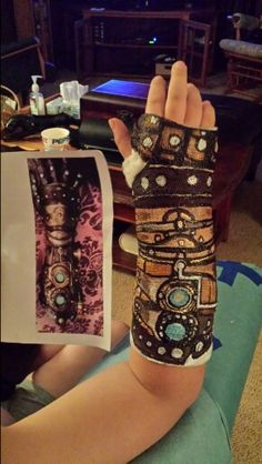 Broken Arm Cast, Decorated Crutches, Fun Crafts, Diy And Crafts, Ankle Surgery, Leg Cast, Cast Art, Steampunk Design, Brainstorm