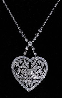 Heart pendant necklace, France, ca. 1910, diamonds, platinum, 2.8 × 2.7cm, 8.4g, 39.5cm