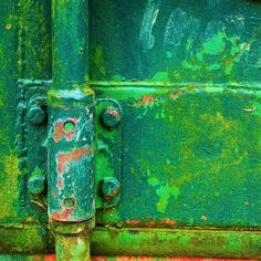 I am just a sucker for old rusty surfaces like this #green hinge Verde Esmeralda, Peeling Paint, World Of Color, Color Of Life, Green Colors, Go Green, Bright Green, Emerald Green, Color Inspiration