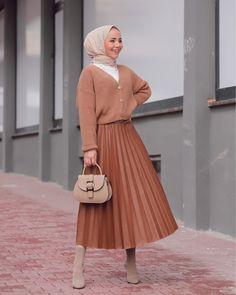 Modern Hijab Fashion, Muslim Women Fashion, Modest Fashion, Skirt Fashion, Fashion Outfits, Hijab Trends, African Fashion Dresses, Hijab Outfit, Nice Dresses