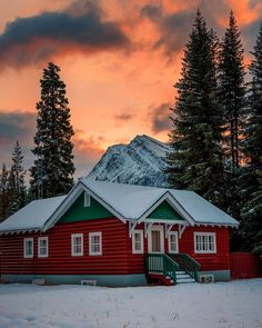 Sunwapta Warden Station (Icefields Parkway, Banff / Jasper, Alberta) by Mark Jinks (@markjinksphoto) on Instagram