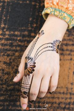 Finger Henna Designs, Back Hand Mehndi Designs, Full Hand Mehndi Designs, Stylish Mehndi Designs, Mehndi Designs For Girls, Mehndi Designs For Beginners, Mehndi Design Photos, Mehndi Designs For Fingers, Latest Mehndi Designs