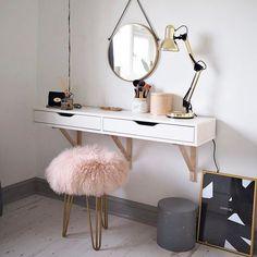 Hermoso tocador con rosa ,dorado y blanco