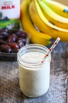 I never thought of adding dates to my smoothies! My Favorite Pregnancy Smoothie from @Jenna (Eat, Live, Run)